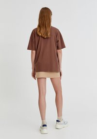 PULL&BEAR - Print T-shirt - brown - 2