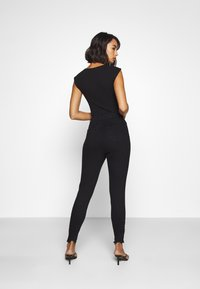 Missguided Petite - SINNER HIGHWAISTED DESTROYED - Jeans Skinny Fit - black - 2