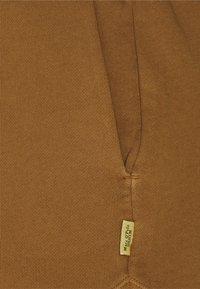 Marc O'Polo DENIM - Shorts - brown ochre - 2