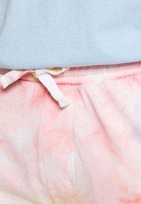 Tommy Jeans - THE WORLD UNISEX - Pantalon de survêtement - tie dye - 4