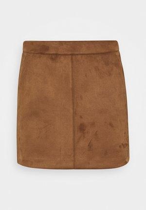 VMDONNADINA SHORT SKIRT PETITE - Mini skirt - cognac