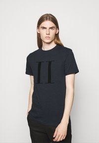 Les Deux - ENCORE  - Print T-shirt - dark navy/black - 0