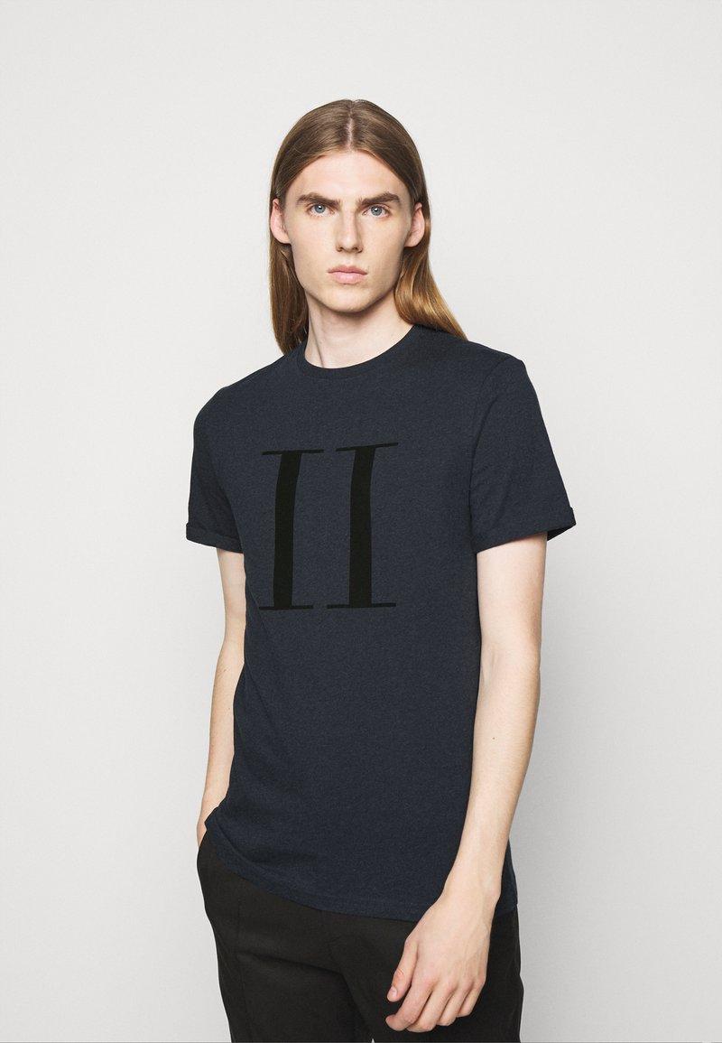 Les Deux - ENCORE  - Print T-shirt - dark navy/black