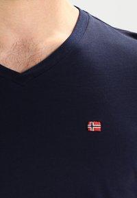 Napapijri - SENOS V - T-shirt basic - blu marine - 3