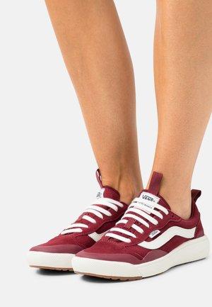 ULTRARANGE EXO - Sneakers basse - pomegranate