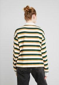 Monki - MIA - Sweatshirt - off-white/green - 2