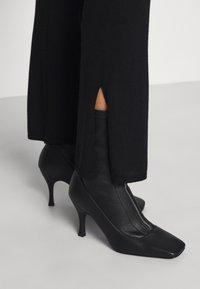 Sand Copenhagen - FELLINI DHARMA - Teplákové kalhoty - black - 7