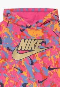 Nike Sportswear - PLAYGROUND RULES HOODIE - Hoodie - pinksicle - 2