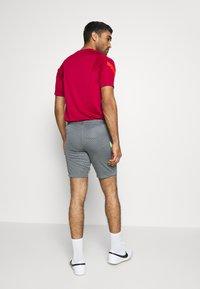 Nike Performance - DRY STRIKE SHORT - Pantalón corto de deporte - smoke grey/black/volt - 2
