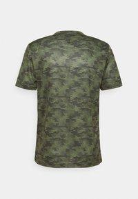 Champion - CREWNECK  - Print T-shirt - khaki - 6