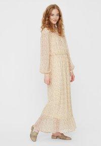 Vero Moda - Maxi dress - pale banana - 0