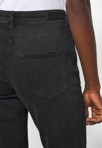 ONLY Tall - ONLVENEDA LIFE MOM - Slim fit jeans - black - 4