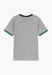 Lacoste - TEE TURTLE NECK - T-shirt imprimé - argent chine - 1