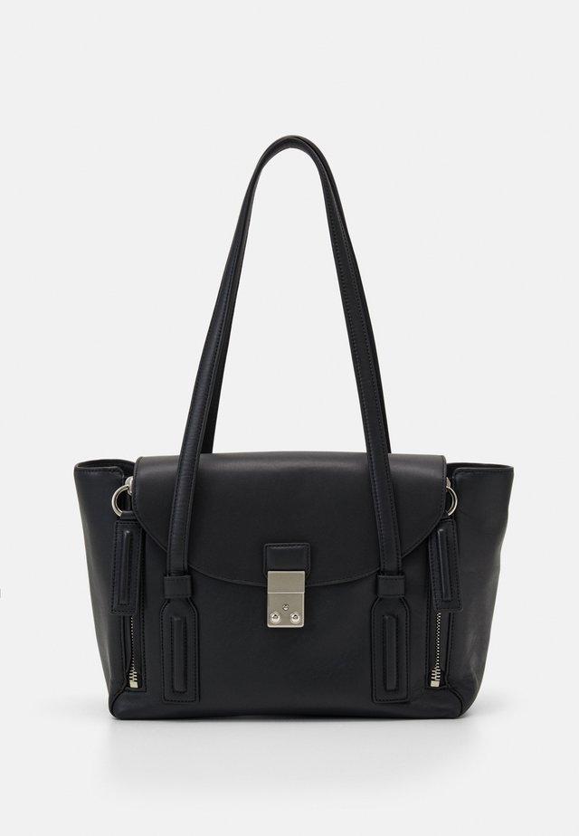 PASHLI MEDIUM SHOULDER BAG - Handväska - black