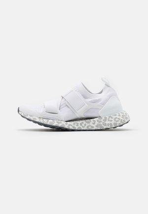 ULTRABOOST X S. - Chaussures de running neutres - footwear white/light brown/onix