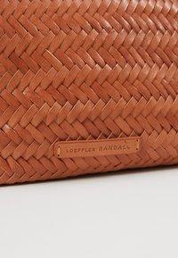Loeffler Randall - BELT BAG - Marsupio - timber brown - 6