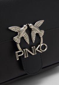 Pinko - LOVE MINI SQUARE SIMPLY - Bolso de mano - black - 4