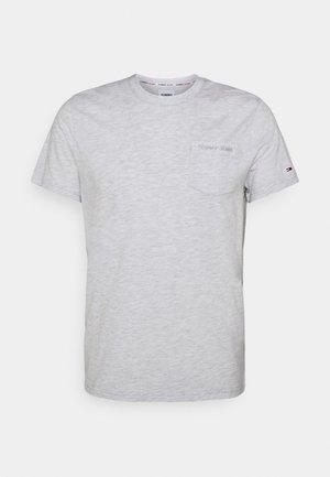 SMALL LOGO POCKET TEE - Jednoduché triko - grey