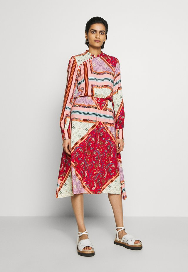 TURN - Day dress - red tile