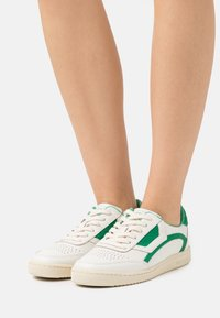 Marc O'Polo - COURT - Trainers - offwhite/green - 0
