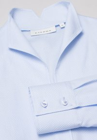 Eterna - MODERN CLASSIC REGULAR FIT - Button-down blouse - hellblau - 5