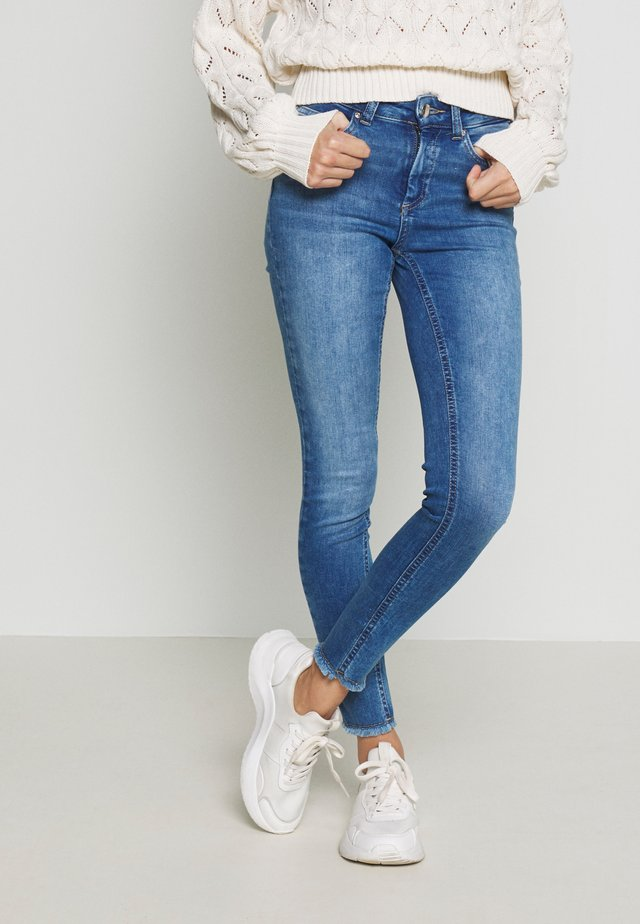 ONLBLUSH - Jeansy Skinny Fit - medium blue denim