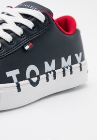 Tommy Hilfiger - Sneakers laag - blue - 5
