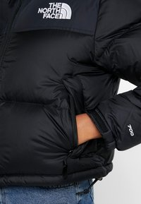The North Face - NUPTSE CROP - Dunjakke - black - 5