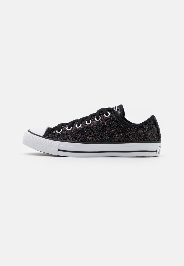 CHUCK TAYLOR ALL STAR ALL OVER GLITTER - Matalavartiset tennarit - black/white