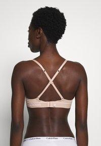 Calvin Klein Underwear - ONE MICRO UNLINED DEMI - Kaarituettomat rintaliivit - honey almond - 3