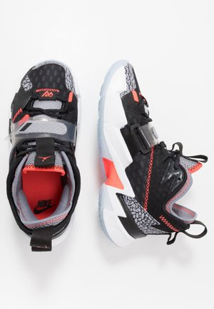 WHY NOT ZER0.3 - Basketbalové boty - black/bright crimson/cement grey/white