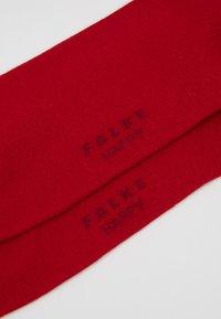 FALKE - HAPPY 2-PACK - Socks - scarlet - 2