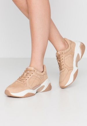 LACE-UP - Baskets basses - tan