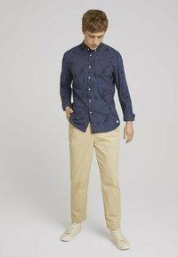 TOM TAILOR DENIM - Shirt - navy blue thistle print - 1