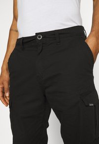 Volcom - MITER III CARGO PANT - Cargo trousers - black - 5