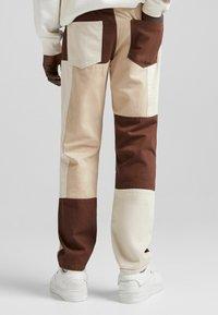 Bershka - Jeans straight leg - brown - 2