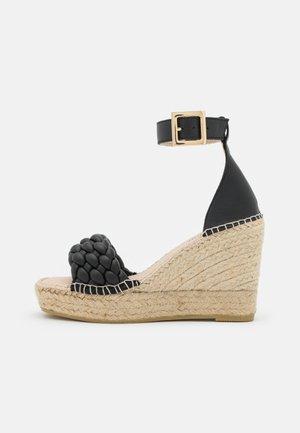 ST. TROPEZ - Platform sandals - Sandaletter - noir