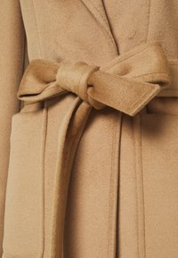 MAX&Co. - SHORTRUN - Klasický kabát - camel - 6