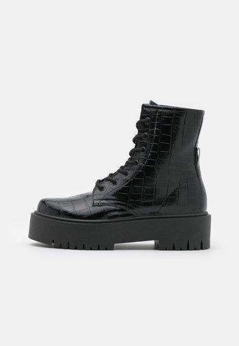 BILLY LACE UP BOOT - Kotníkové boty na platformě - black