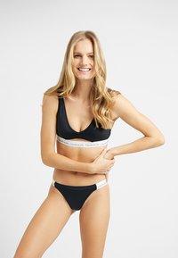 Calvin Klein Swimwear - LOGO CHEEKY - Bikini bottoms - black - 1