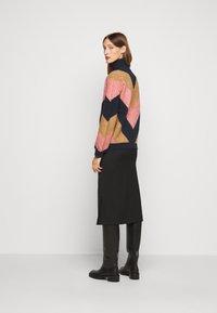 Victoria Victoria Beckham - OVERSIZED MOCK NECK JUMPER - Sweter - multi coloured - 2