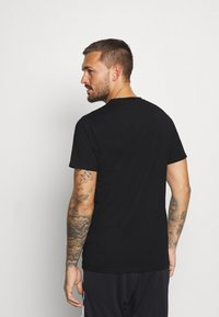 Ellesse - CELLA  - T-shirts print - black - 2