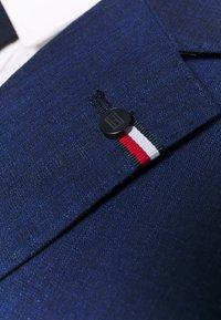 Tommy Hilfiger Tailored - PIECE WOOL BLEND SLIM SUIT - Garnitur - blue - 10