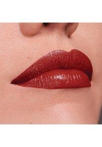 Maybelline New York - COLOR SENSATIONAL THE CREAMS - Lipstick - brick beat - 3