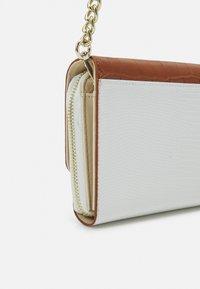 Valentino Bags - ABBY - Across body bag - cuoio/multicolor - 3