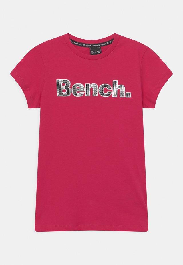 LEORA - T-shirt imprimé - fuchsia pink