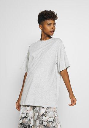 EXTRA OVERSIZE TEE - T-shirts - grey
