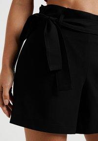 ONLY Petite - ONLNICOLE ELASTIC PAPERBACK - Shorts - black - 4