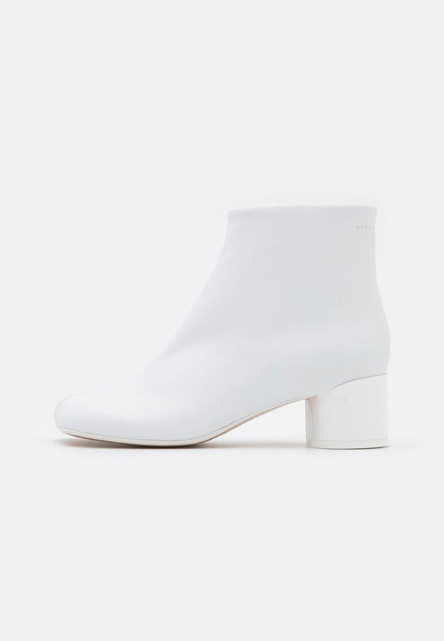 STIVALETTO - Korte laarzen - white