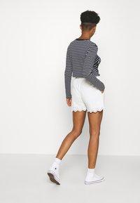 YAS - YASHOLI  - Shorts - star white - 2